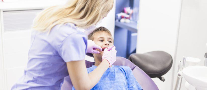 postura-del-pie-en-niños-salud-bucodental-clinica-dental-soto-dentista